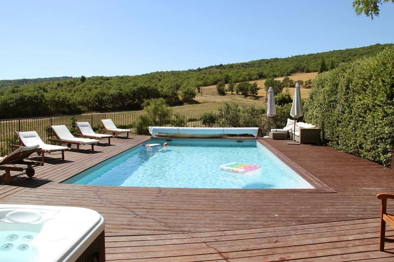 apd04aub1- piscine avec terrasse en bois