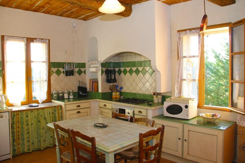 cuisine style provencale cuisine style provencale jaune orleans laque ahurissant cuisine az. Black Bedroom Furniture Sets. Home Design Ideas