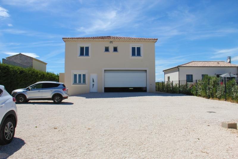 Apd30est1 maison moderne avec piscine panoramique alpes for Belles villas modernes
