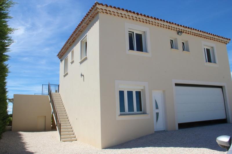 apd30est1- grande maison de vacances avec garrage