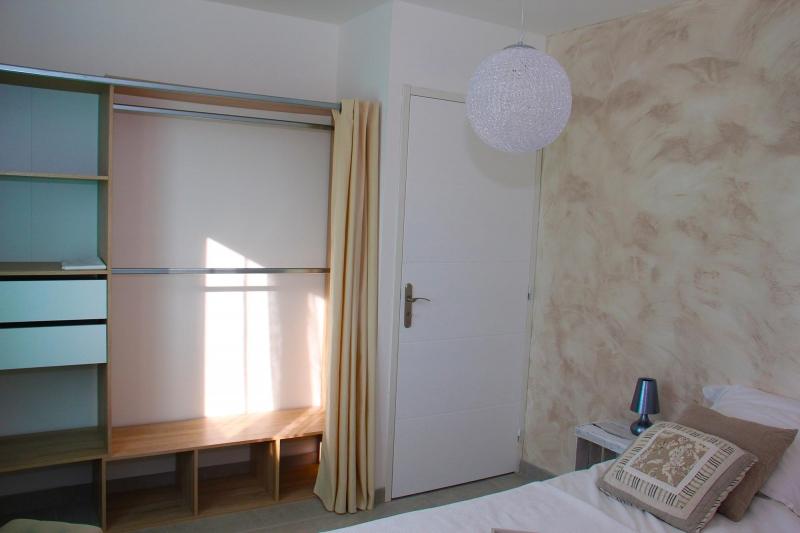 apd30roc2 maison ind pendante 4 chambres avec piscine. Black Bedroom Furniture Sets. Home Design Ideas