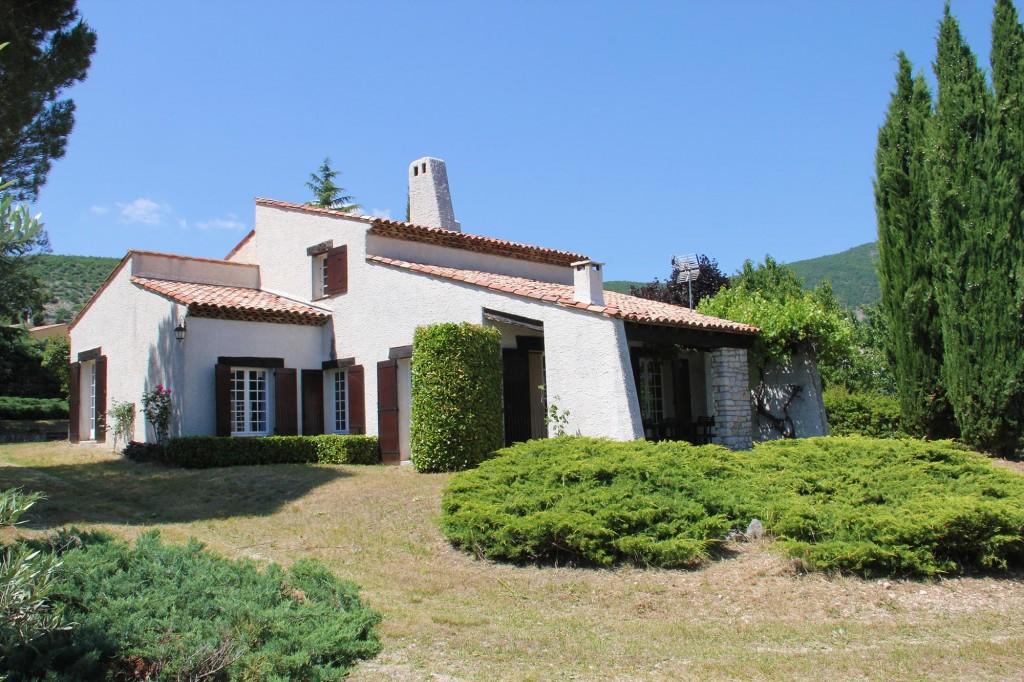 apd04ban8-maison de vacances avec jardin clos