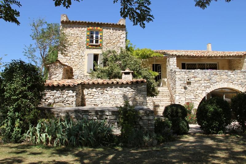 apd04aub1- grande maison de vacance en pierre